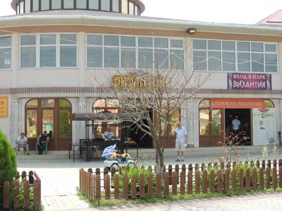 Vityazevo, Rússia: Ресторан Визания - вход в лунопарк Византия