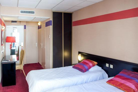 Saint Sauveur: Twin room St Sauveur Hotel