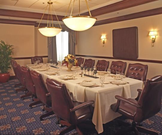 Nathan Hale Inn and Conference Center: The Boardroom