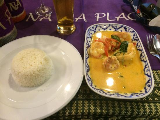 Na Na Place: Red curry shrimps. Excellent choice. Taste was great