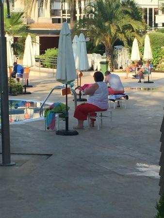 Puerto Azul Suite Hotel: 7am Umbrella Guarding