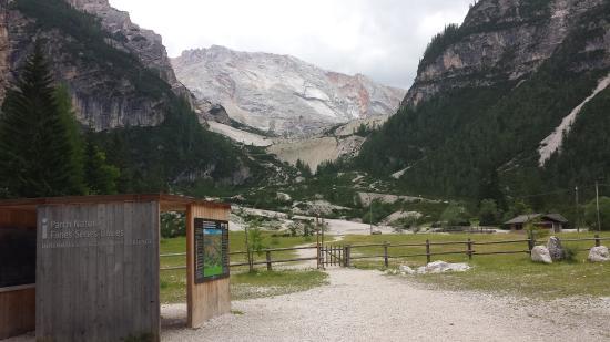 Albergo e Rifugio Pederu: vista monti