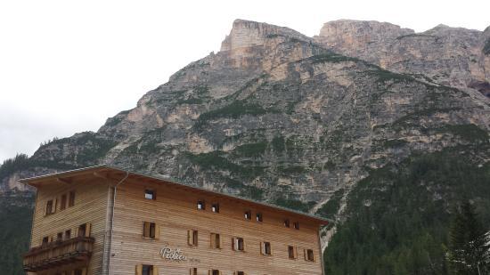 Albergo e Rifugio Pederu: vista albergo
