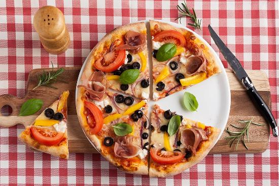 Cosa Nostra Ristorante: Pizza z pieca opalanego drewnem