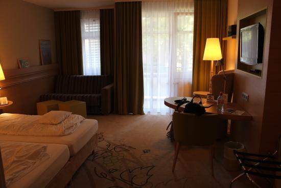 Hotel Magnetberg Baden-Baden: Комната: всё, что необходимо, но нет кондиционера.