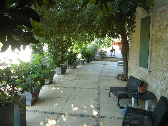 Jardin de Bacchus: Vue le terrasse vers la piscine