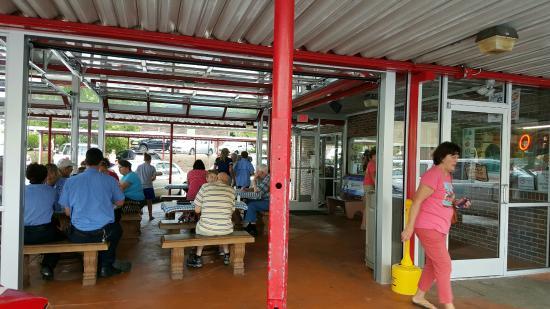 Hot Dog World: outside dinning area