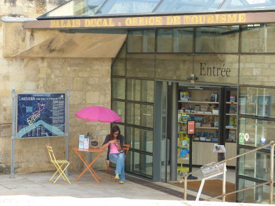 Office de tourisme de nevers et sa r gion frankrijk - Office de tourisme de strasbourg et sa region ...