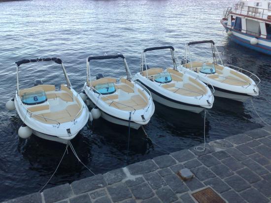 Santa Marina Salina, Italien: flotta di marinello eden 18 in banchina