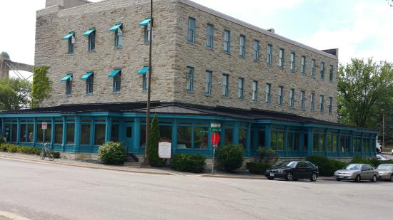 Nicollet Island Inn : The back of the hotel where the dining room is on ground floor