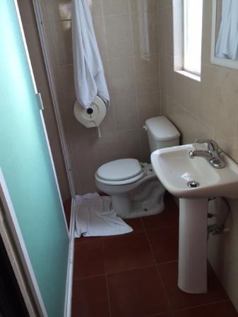 Hotel Posada Santa Bertha: Foto del baño. Un poco incomodo