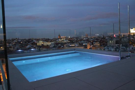 Foto de dear hotel madrid madrid restaurant nice to meet you roof top view tripadvisor - The sky pool a deluxe adventure ...