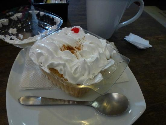 Macinare Caffe: WORST tres leches cake ever...DO NOT order it!