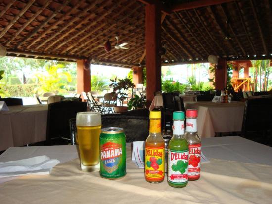 Los Camisones Restaurante: Table