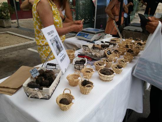 Carpentras market : Stall selling truffles