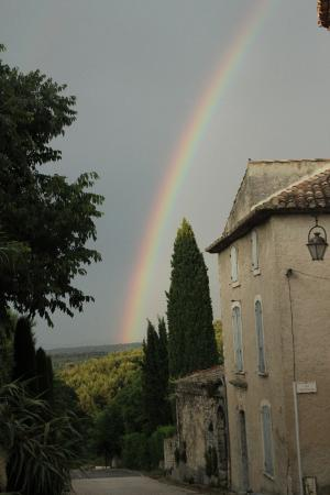 Belle de Nuit Chambres d'Hotes : Arco-íris que tivemos a benção de ver na rua da pousada