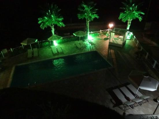 Golden Sun Apartments: Pool