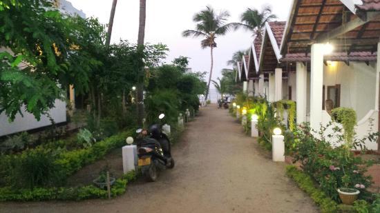 Paradise Sand Beach Hotel Entrance