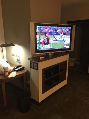 Hyatt Place Perimeter Center: Tv and desk