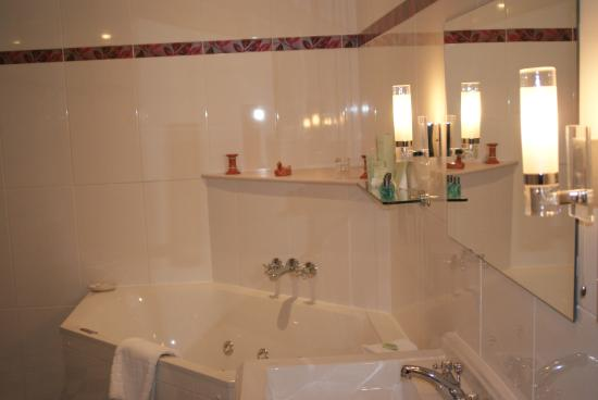 Lynnfield Hotel : En-suite with jacuzzi bath