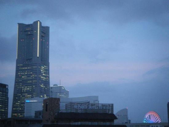 Mandarin Hotel Yokohama: 窓から見えるランドマーク