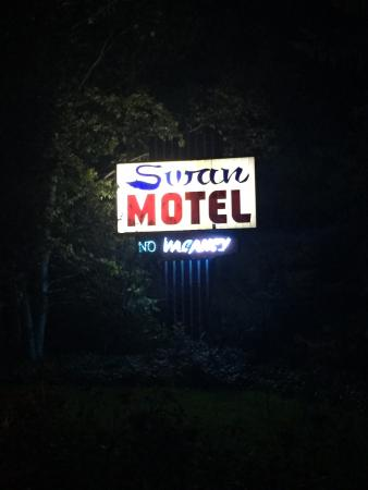 The Swan Motel: Nighttime sign