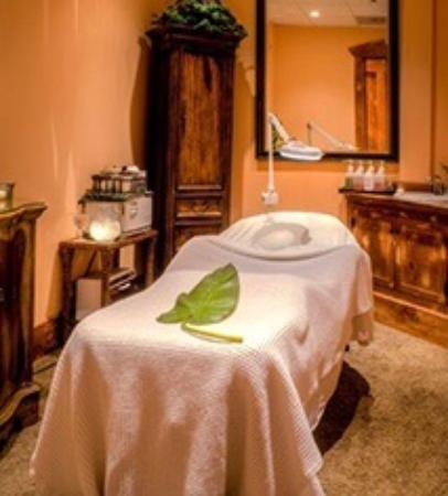 Leola, PA: Massage table
