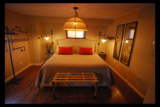 Small Batch Lodging : Kind Bed at the Loft in downtown Granville