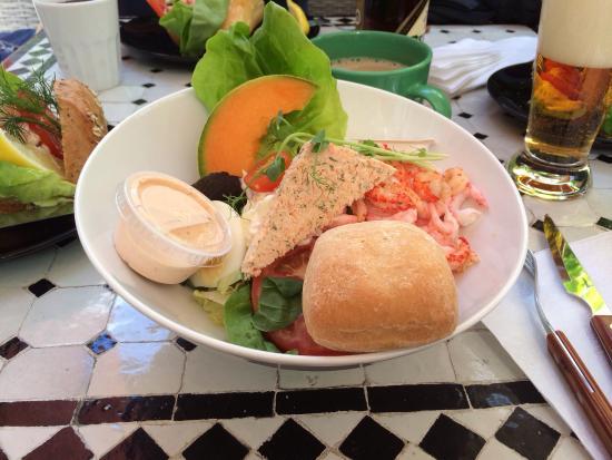 Tant Gron: Bästa lunchen i Västervik!! Fantastiska sallader och räksmörgåsar!