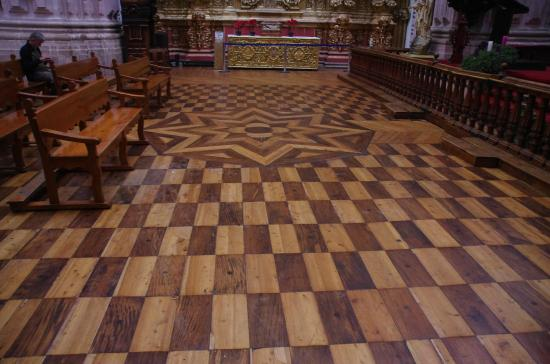 Santa Prisca de Taxco: pavimento