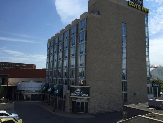 Days Inn - Niagara Falls Clifton Hill Casino: Came to Niagara Falls Canada with my husband for our honeymoon for the last week of July 2015. V