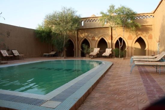 Auberge Camping Sahara: L'espace piscine