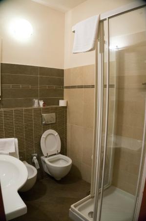 Hotel Leon Bianco: 浴室