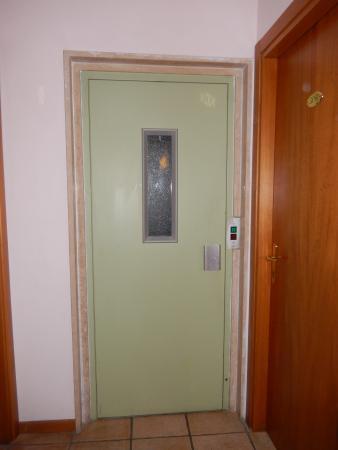 Hotel Venezia : лифт