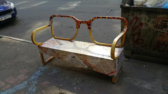Bench-Glasses