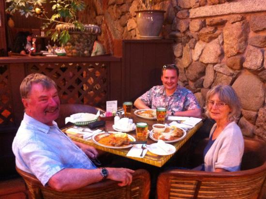 Bertha Miranda's Mexican Restaurant: Happy people!