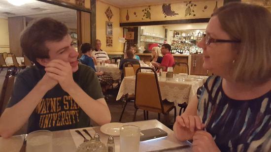 Vince's Ristorante Italiano: Diner Conversation