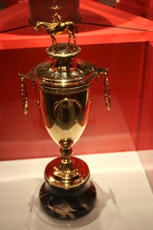 stolen kentucky derby trophy - 300×450