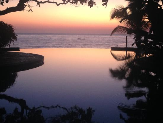 Dugong Mozambique - Inhassoro: Gorgeous sunrise overlooking the infinity pool.