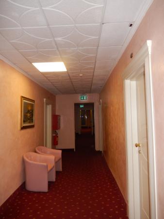 Hotel Stella D'Italia: коридор