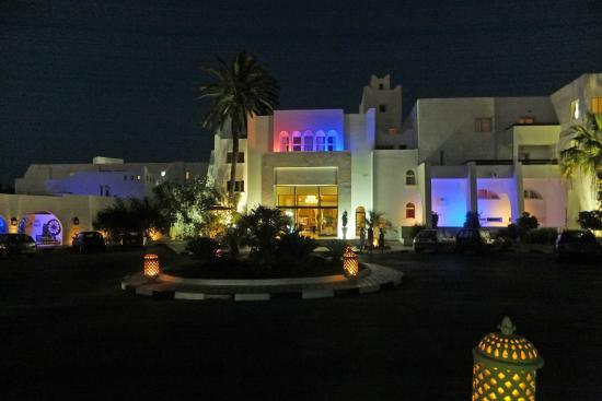 Marhaba Salem : Hotel at night