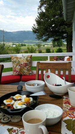 Barking Mad Farm & Country B&B: An amazing breakfast of smoked salmon hash