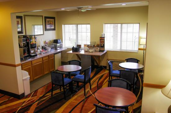 Super 8 by Wyndham Orange City: Breakfast Area Orange City IA