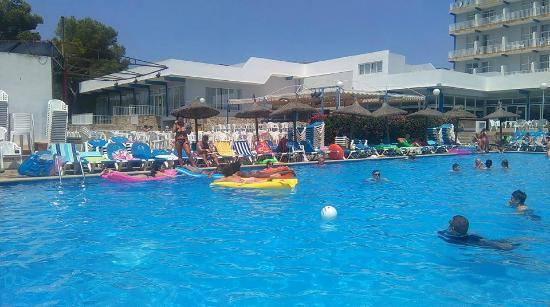 Complejo Calas de Mallorca: Just one of the pools