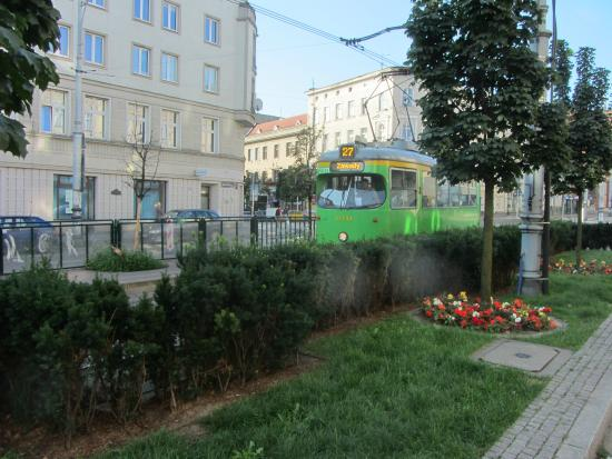 Rzymski Hotel: Poznan tram in front of the hotel entrance