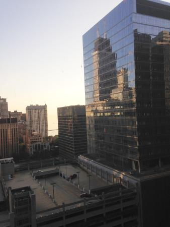 Doubletree by Hilton Chicago Magnificent Mile: VIEW AT DAWN