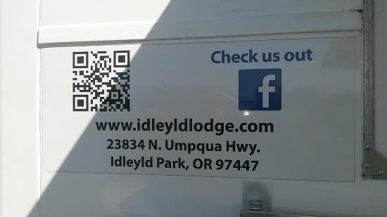 IdleYld Lodge: Signage on the food truck