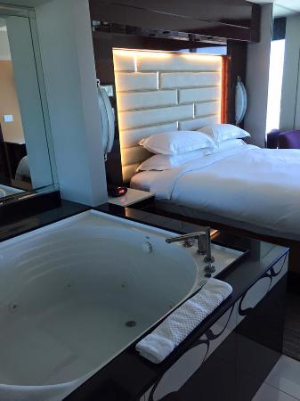 Jaquzzi suites on las vegas strip thee