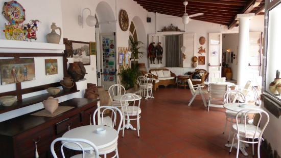 Villa Augustus : patio para el desayuno y wifi