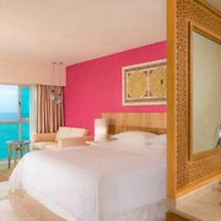Sheraton Buganvilias Resort & Convention Center: Puerto Vallarta Sheraton Club Room